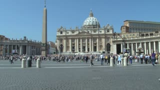 Crowd to see the Pope 3