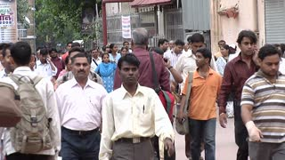 Crowds in Bustling Mumbai Marketplace