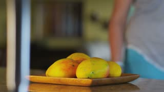 fruit on kitcken table, choreographed move