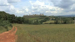 Italy Monteriggerioni Zooms In