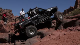 Jeep complety stuck in canyon