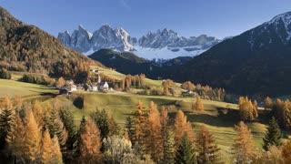 Landscape of St. Magdalena village and church, Geisler Spitzen 3060m, Val di Funes, Dolomites mountains, Trentino Alto Adige, South Tirol, Italy, Europe