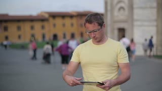 Male tourist on city trip using tablet computer, steadicam