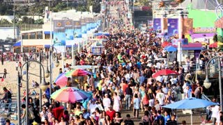 Masses Moving Around Santa Monica Pier Timelapse