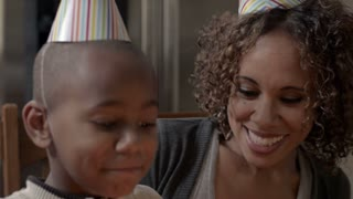 Modern Family: Birthday Wife CU 1080p