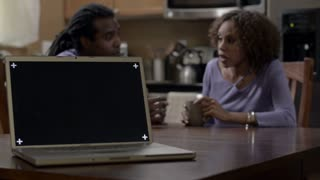 Modern Family: Laptop Dolly African American Couple Comfort 1080p