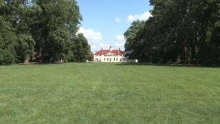 Mount Vernon from Front Lawn Zoom In