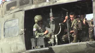Philippine and U.S. Army Soldiers conduct air assault training