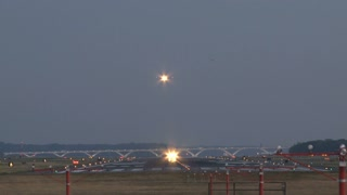 Planes Taking Off and landing at Same Time 2