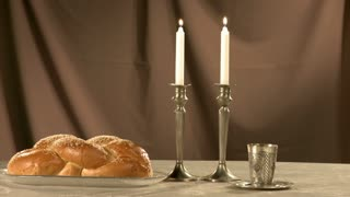 shabat candles and bread