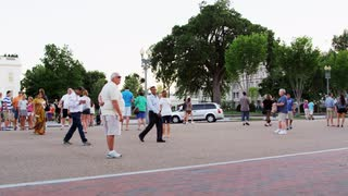 Street Pan To White House