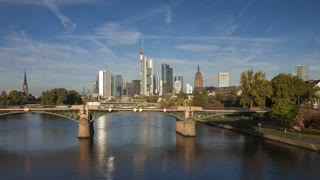 T/L, Germany, Frankfurt, city skyline on river bank
