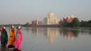 Taj Mahal, UNESCO World Heritage Site, across the Jumna Yamuna River, Women in colourful Saris collecting water, Agra, Uttar Pradesh state, India, Asia, MR