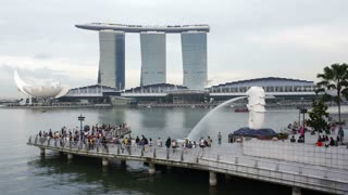 The Merlion statue and tourists, Marina Bay, Singapore, Asia, Time lapse