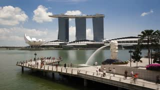 The Merlion Statue with the Marina Bay Sands in the background, Marina Bay, Singapore, South East Asia, Time lapse
