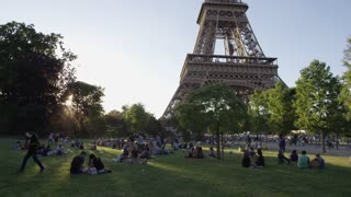 Time Lapse of People at Paris' famous Eiffel Tower