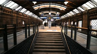 Time lapse & slowmotion mix inside trainstation