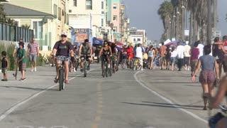 Timelapse Venice Beach Foot Traffic