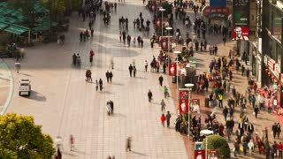 TL Pedestrians walking past stores on Nanjing Road, Shanghai, China