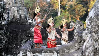 Traditional Cambodian apsara dancers, temples of Angkor Wat, Siem Reap, Cambodia