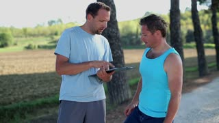 Trainer helps man plan fitness routine