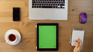 Using Laptop and Tablet PC with a Green Screen at the Desktop-Top View