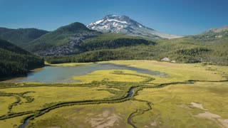 4K Aerial/Drone Over Sparks Lake Oregon