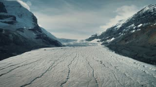4K/UHD Drone of Icefields Parkway in Jasper