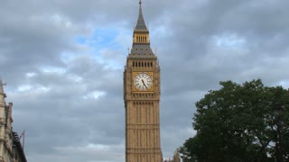Zoom Out Big Ben By Street Traffic