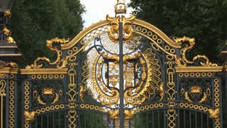 Zoom Out Buckingham Palace Gates