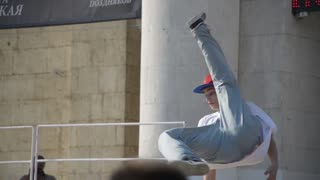 street workout Festival - the guys dancing a break lower