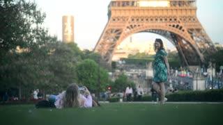 Beautiful Girls friends make Photo near Eiffel Tour - Evening romance in Paris