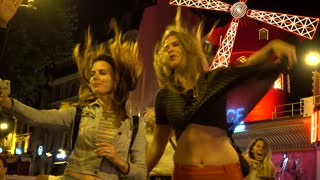 Girl have fun Photo at night near Moulin Rouge Cabaret in Paris