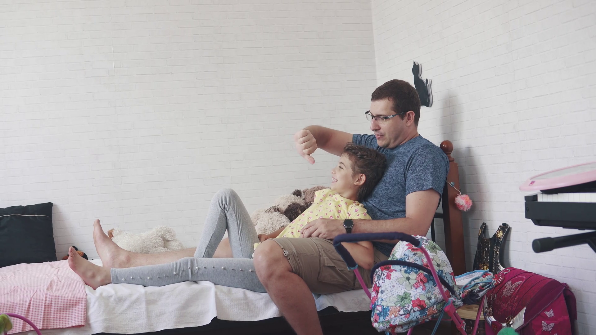 A young father(父) spends time with his little daughter(娘). father(父) and child sit on the bed at home and play. Parent-child friendship Stock Video Footage - Storyblocks