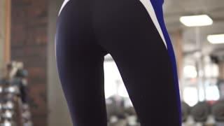 ass girl doing squats in the gym