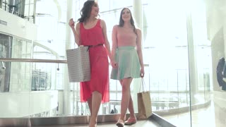 Dirks Best friends having shopping in the mall