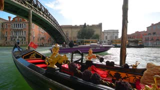 Venice gondola element