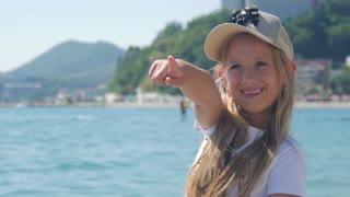 Happy girl to enjoy the sea.