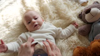 Mom's hands that strips her baby