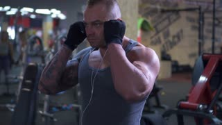 Shoulder training with barbell