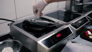 Cook the fish salts. A