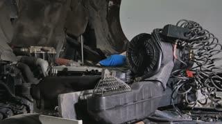 Auto mechanic seeks the breaking in motor