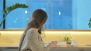Beautiful woman is sitting in a cafe