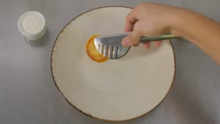 Fast shooting - the cook decorates the cheese pancakes on a plate