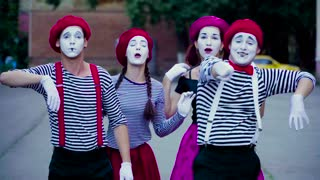 Four comic mimes imitate car accident at the city