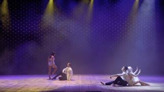 Modern performance in theatre