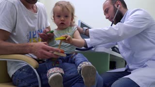 Pediatrician check the heartbeating of little girl with stethoscope