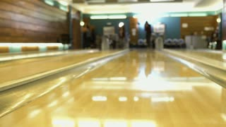 People plays bowling, shooting from bowling alley