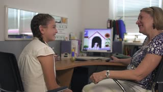 Surdopedagogs conducts classes with teen girl