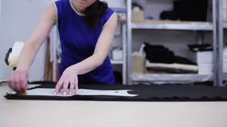 Woman encircles the template on the black cloth